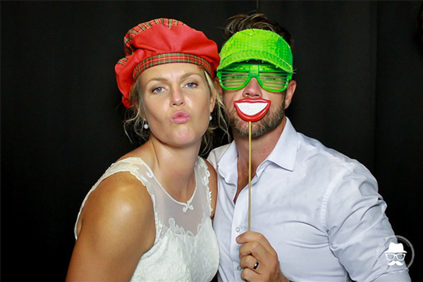 Wedding photo booth hire - couple blowing a kiss
